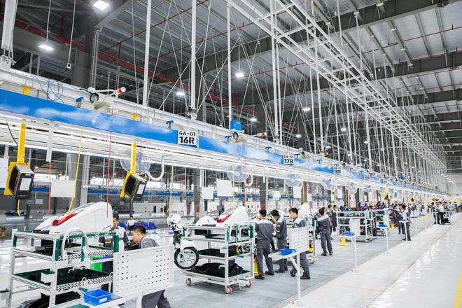 Xưởng lắp ráp xe máy điện quy mô và hiện đại của Vinfast