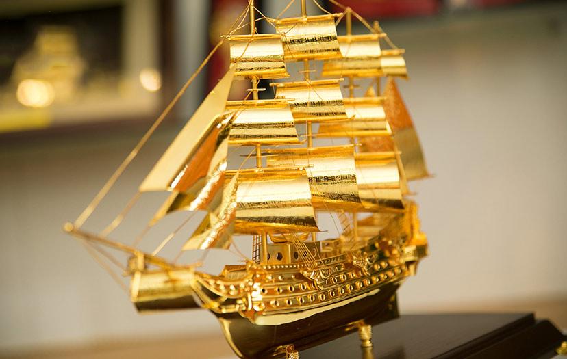 thuyền buồm bằng vàng 24k quà tặng phong thủy doanh nghiệp doanh nhân