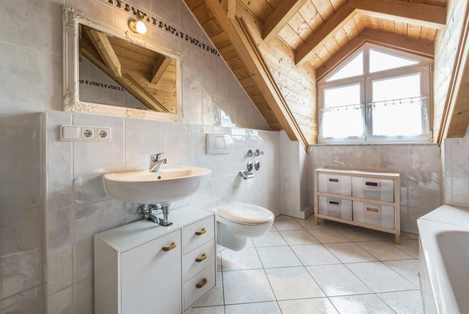 Thiết kế phòng tắm căn gác mái
