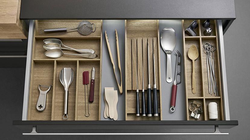 Ngăn kéo, mặt trong của tủ bếp có nhiều công dụng hơn bạn nghĩ