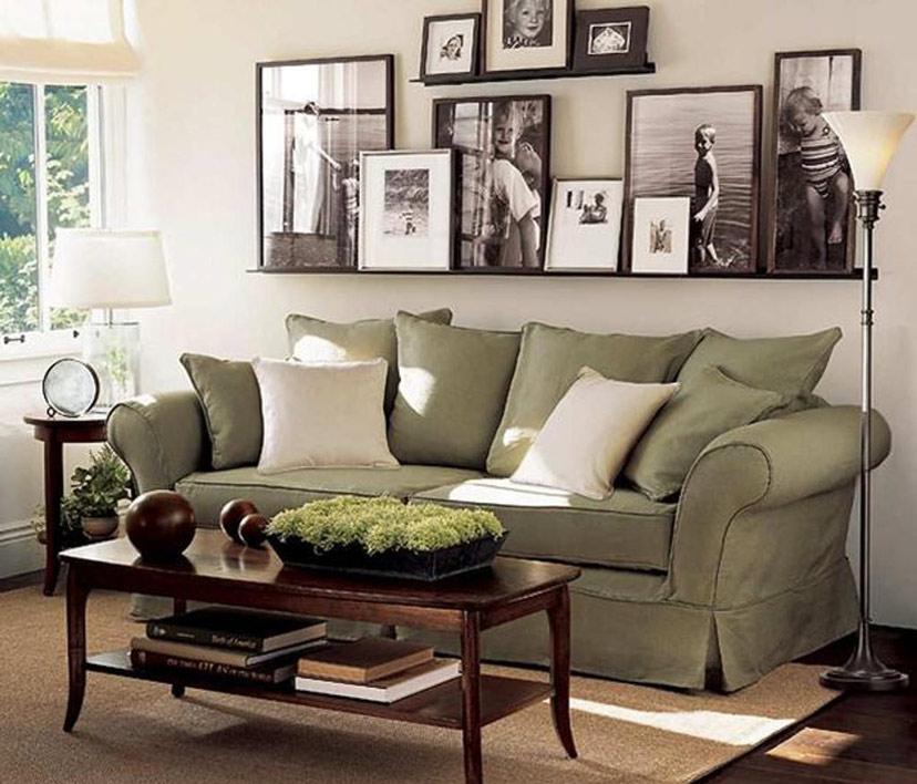 Khung ảnh sắp xếp ngẩu hứng đôi khi lại cho cảm giác rất ấm cúng và thân mật cho không gian ngôi nhà