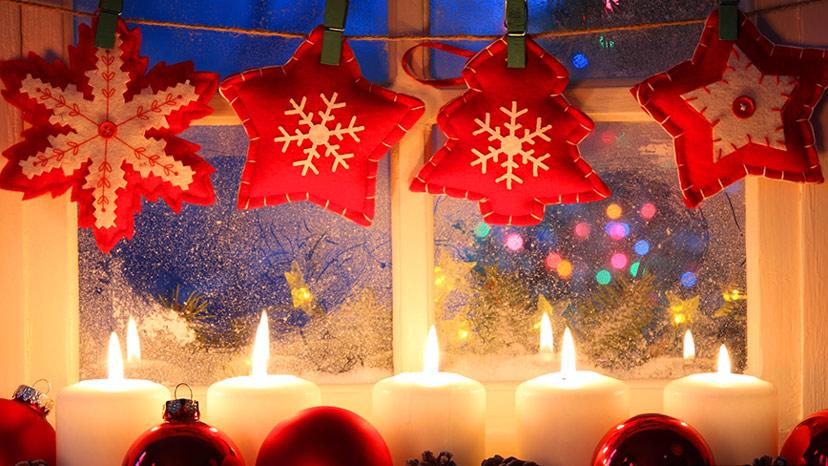 Nến mang đến nguồn sinh khí ấm áp cho căn nhà, biểu tượng không thể thiếu cho mùa giáng sinh