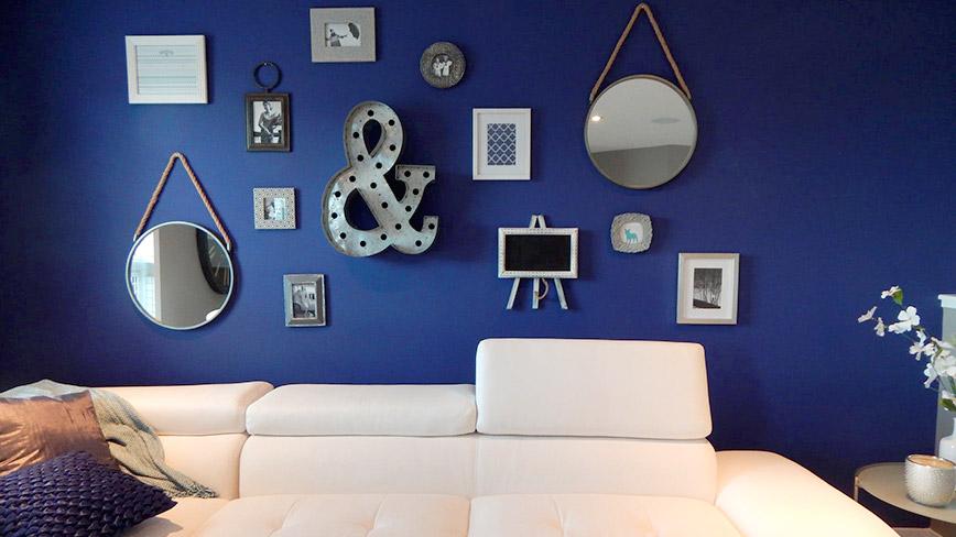 Tối giản và hiện đại với tường màu xanh navy