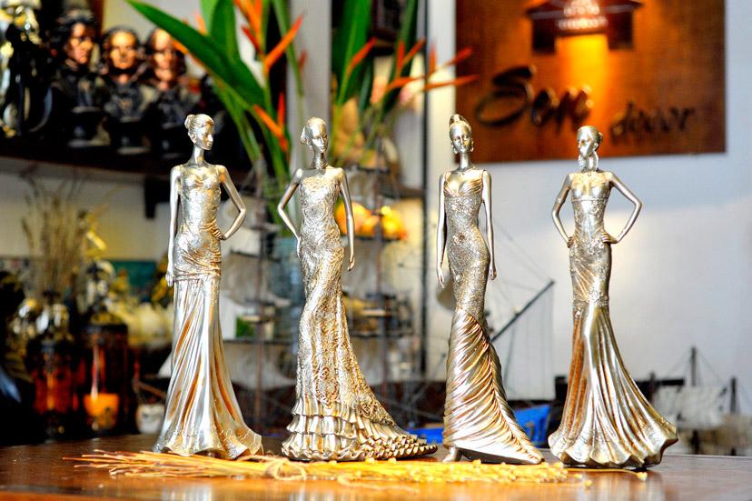 Bộ tượng 4 cô gái thời trang độc đáo, kích thước lớn, thiết kế chi tiết tinh xảo, sang trọng thích hợp mua về trưng bày hoặc làm quà tặng