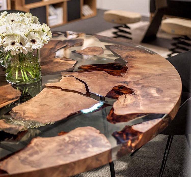 eo Resin trong suốt kết hợp mặt gỗ làm chiếc bàn cực độc cực đẹp lạ thế này