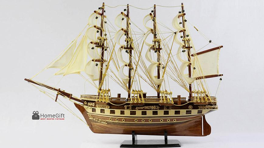 Mô hình thuyền buồm bằng gỗ kiểu cổ