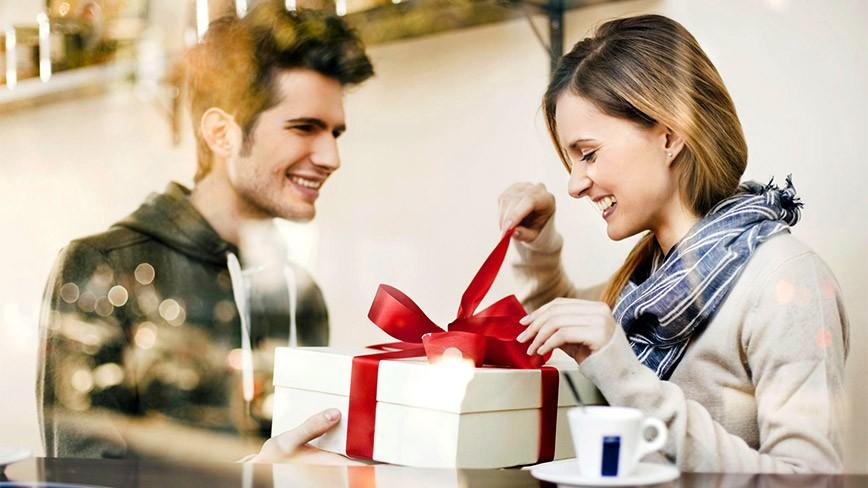 Đàn ông nghĩ gì về những ngày lễ bắt buộc phải tặng quà?